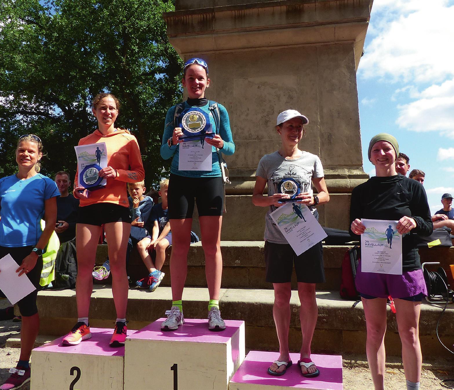 Stolze Gewinner und Platzierte bei der Siegerehrung nach dem Havellauf am Flensburger Löwen