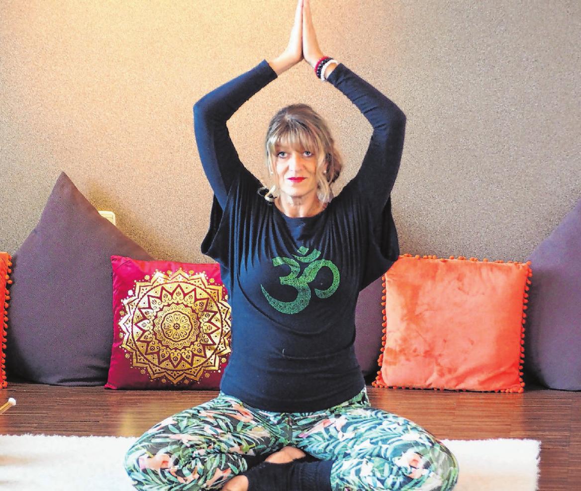 Michaela Schaaf hat ihr Hobby vor über 20 Jahren zum Beruf gemacht. Mit der Eröffnung der Yogalounge Manipura in Gschwend konnte sie sich einen Traum erfüllen. Seit fünf Jahren ist die Zahl ihrer Kursteilnehmer stetig gestiegen. Fotos: Uwe Glowienke