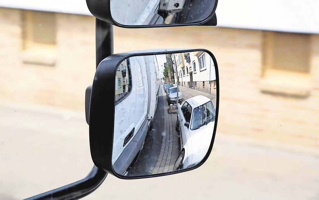 Achtung, toter Winkel: Assistenzsysteme können Gefahren minimieren. Autofahrer sollten sich aber nicht blind darauf verlassen.
