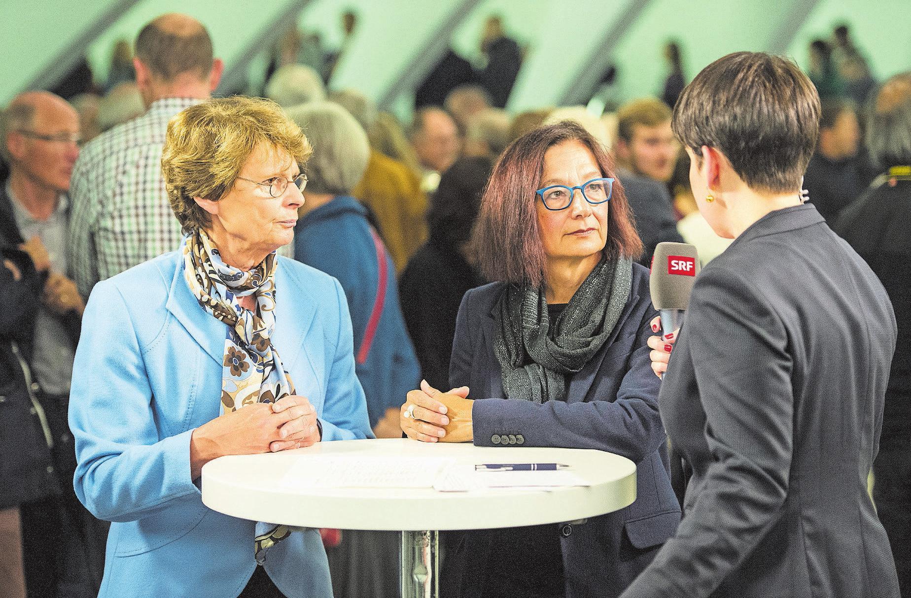 Konsternierte Gesichter: Margrit Kessler (GLP) und Yvonne Gilli (Grüne) nach der Niederlage im Wahlherbst 2015. Bild: Benjamin Manser