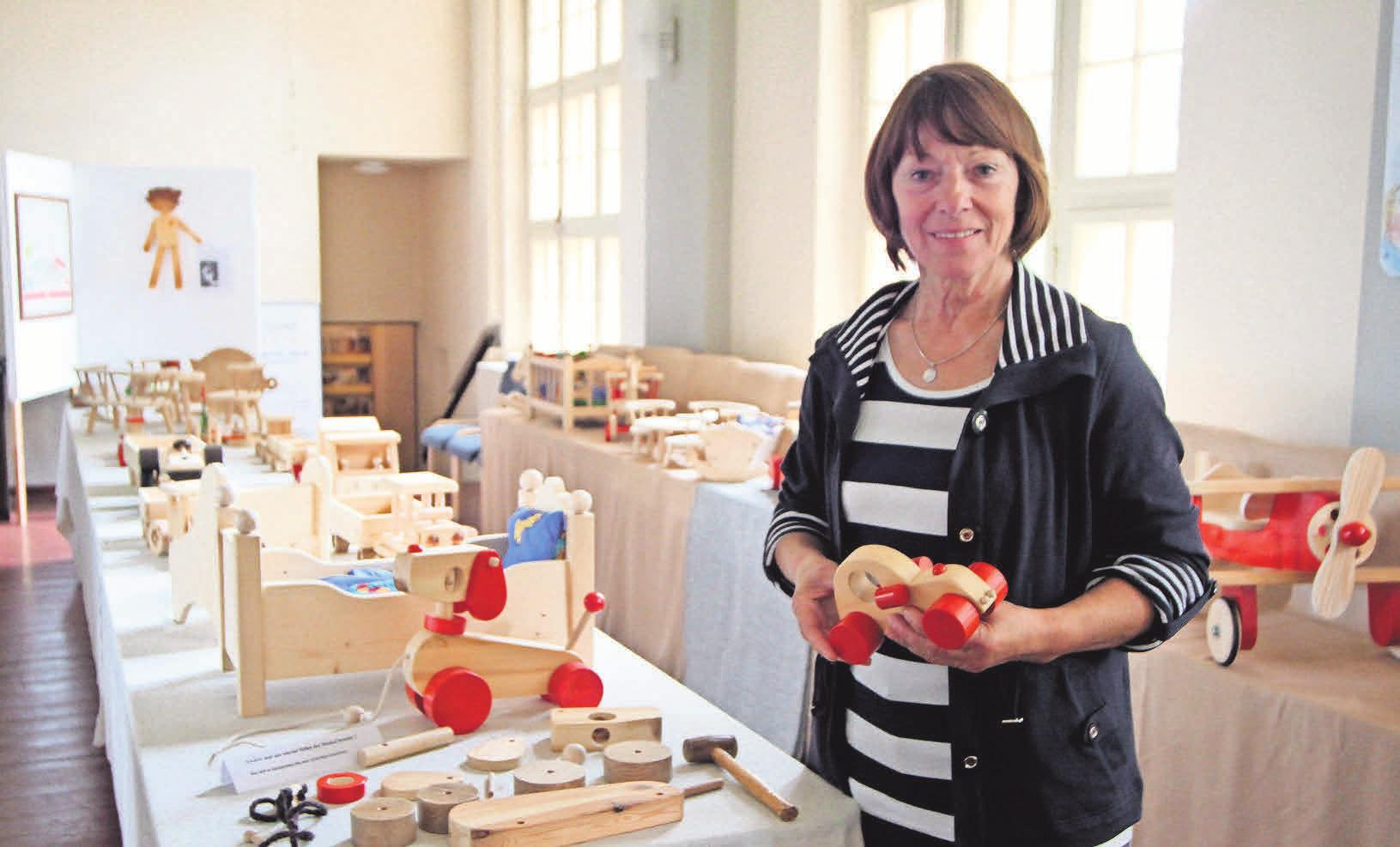 Holzgestalterin Hannelore Thielke ist bei der Kunstmeile dabei.FOTOS: LAURA SANDER, TANJA M. MAROTZKE