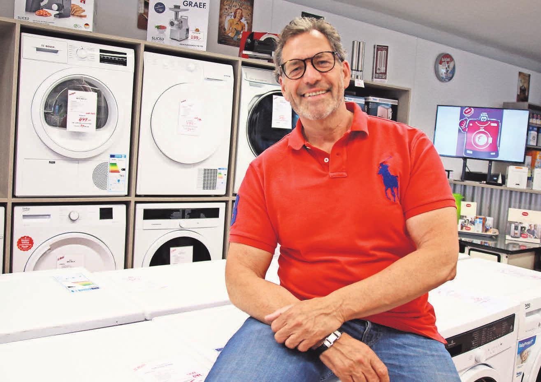 In der ElektroFundgrube präsentiert Inhaber Klaus Thiel eine breite Palette an Waschmaschinen namhafter Hersteller.