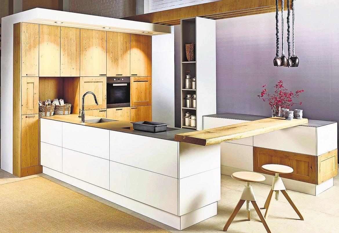 Ein offener Tresenbereich bringt Wohnlichkeit in die Küche. Foto: djd/TopaTeam/KH System