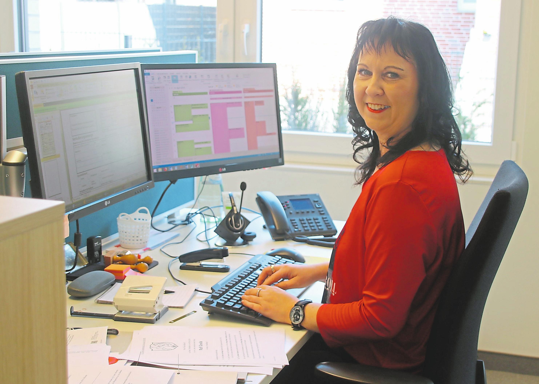 Arbeitsplatz mit Blick ins Grüne: Alexandra Matyssek gehört zu denjenigen, die sich bereits an ihrer neuen Wirkungsstätte eingelebt haben. Fotos (8): Christian Wolff