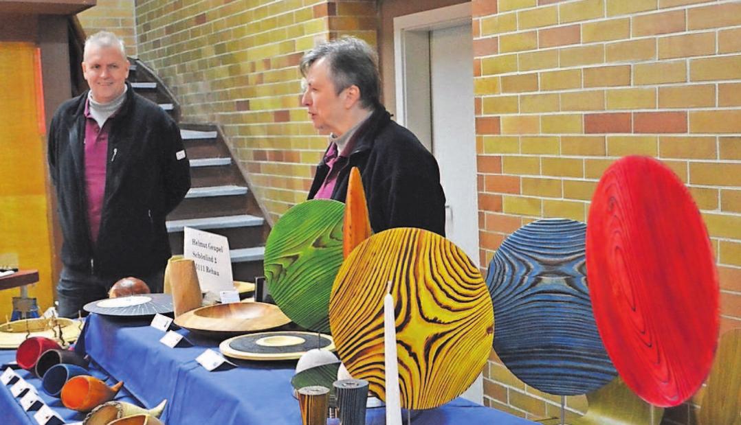 Zum Kleinkunstmarkt im Turnerheimsaal werden Unikate angeboten. Fotos: Archiv/ sim