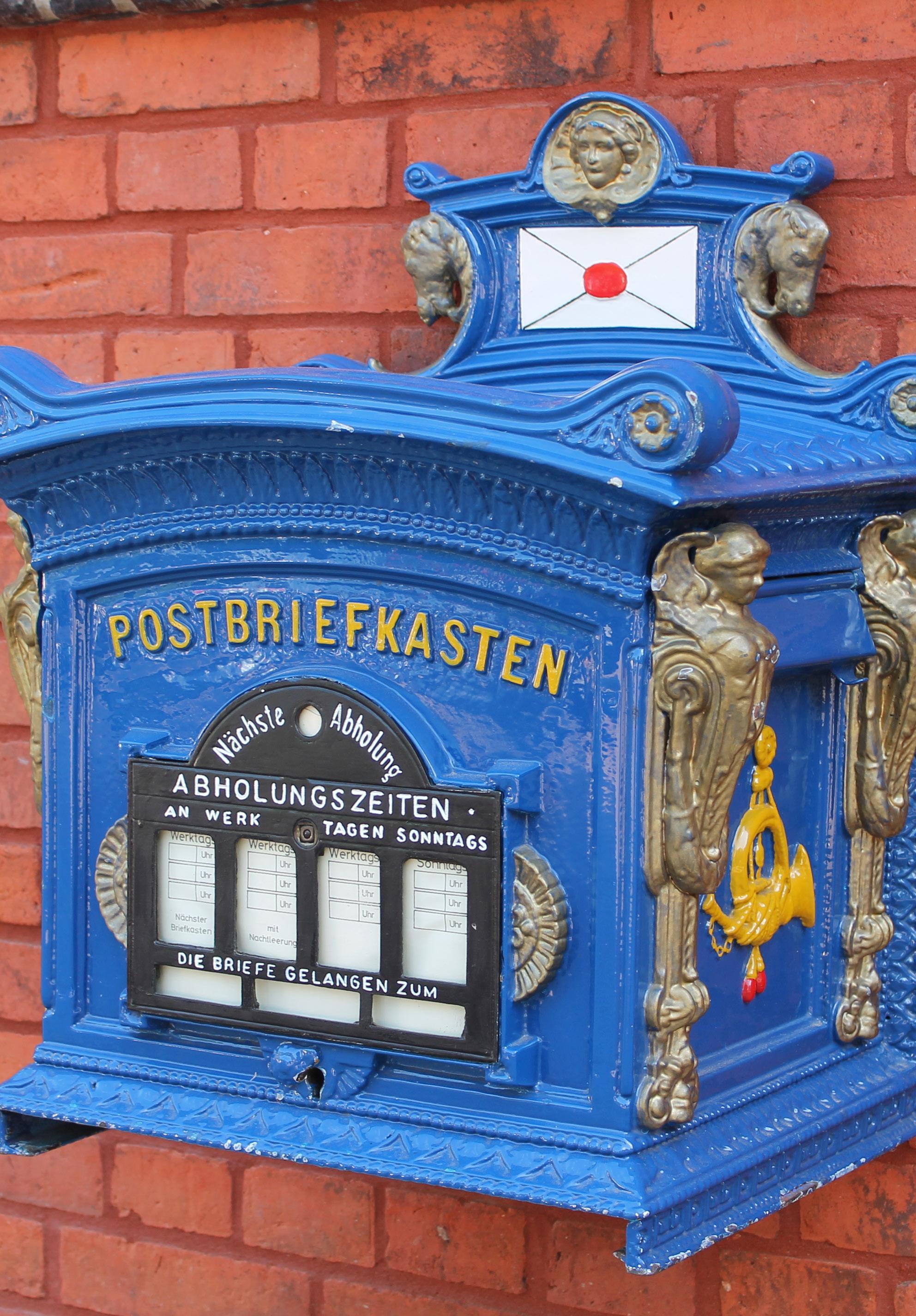 Auch der historische Briefkasten verbreitet Charme.