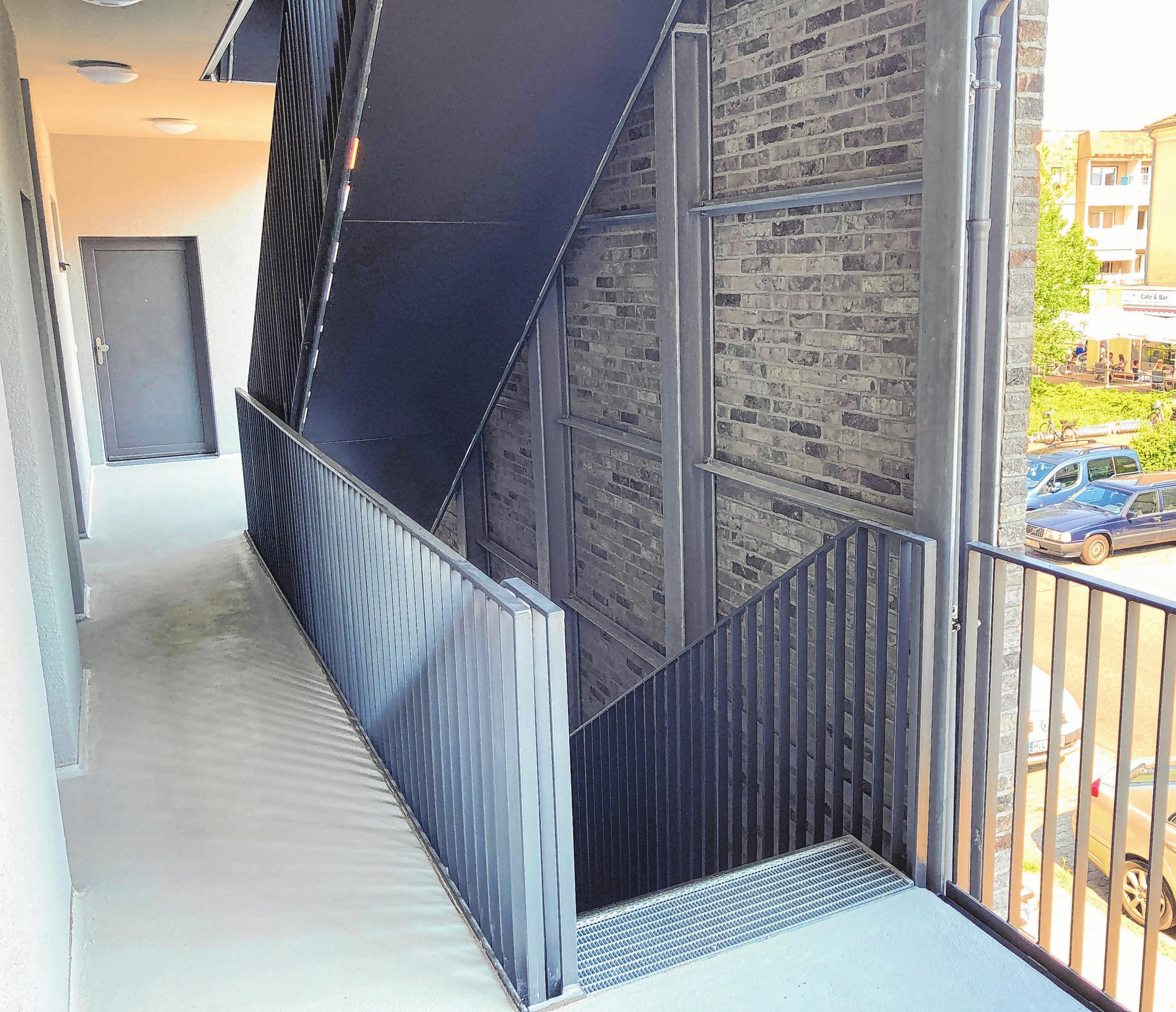 Jeder Eingang hat ein Treppenhaus.