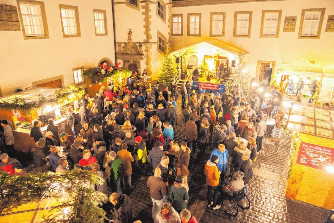 Im Innenhof des Deutschordensschlosses kommt weihnachtliche Stimmung auf.