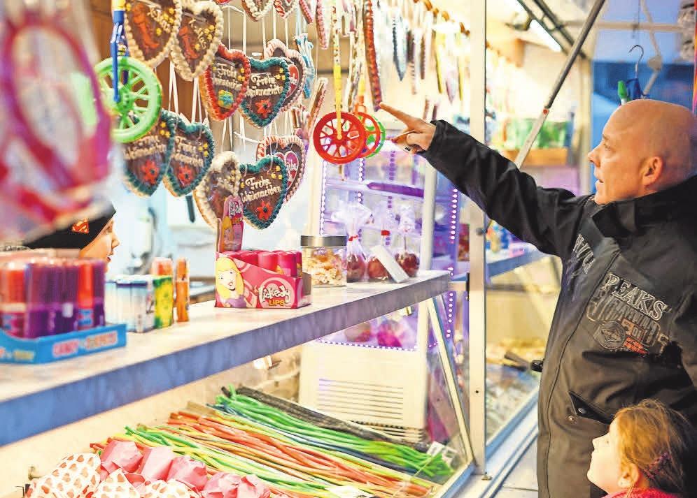 Karussells, Lebkuchenherzen und heiße Waffeln – nicht nur für Kinder gab es auf dem 21. Bothfelder Weihnachtsmarkt viel zu erleben.