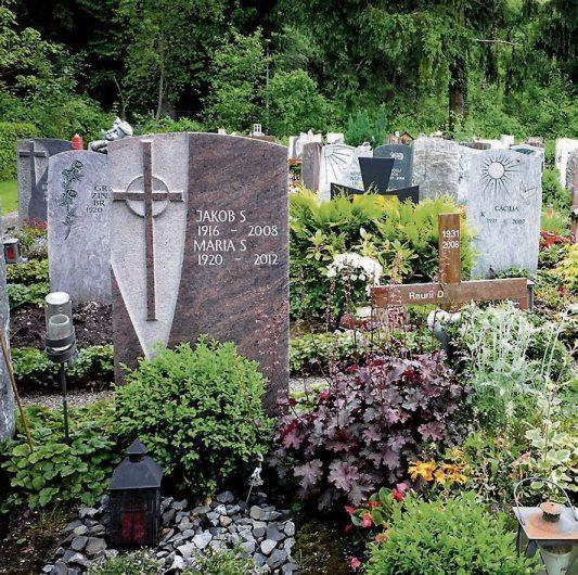 Individuell gestaltete Grabsteine zeugen von Beständigkeit.Bild: Bundesverband Bestattungsbedarf