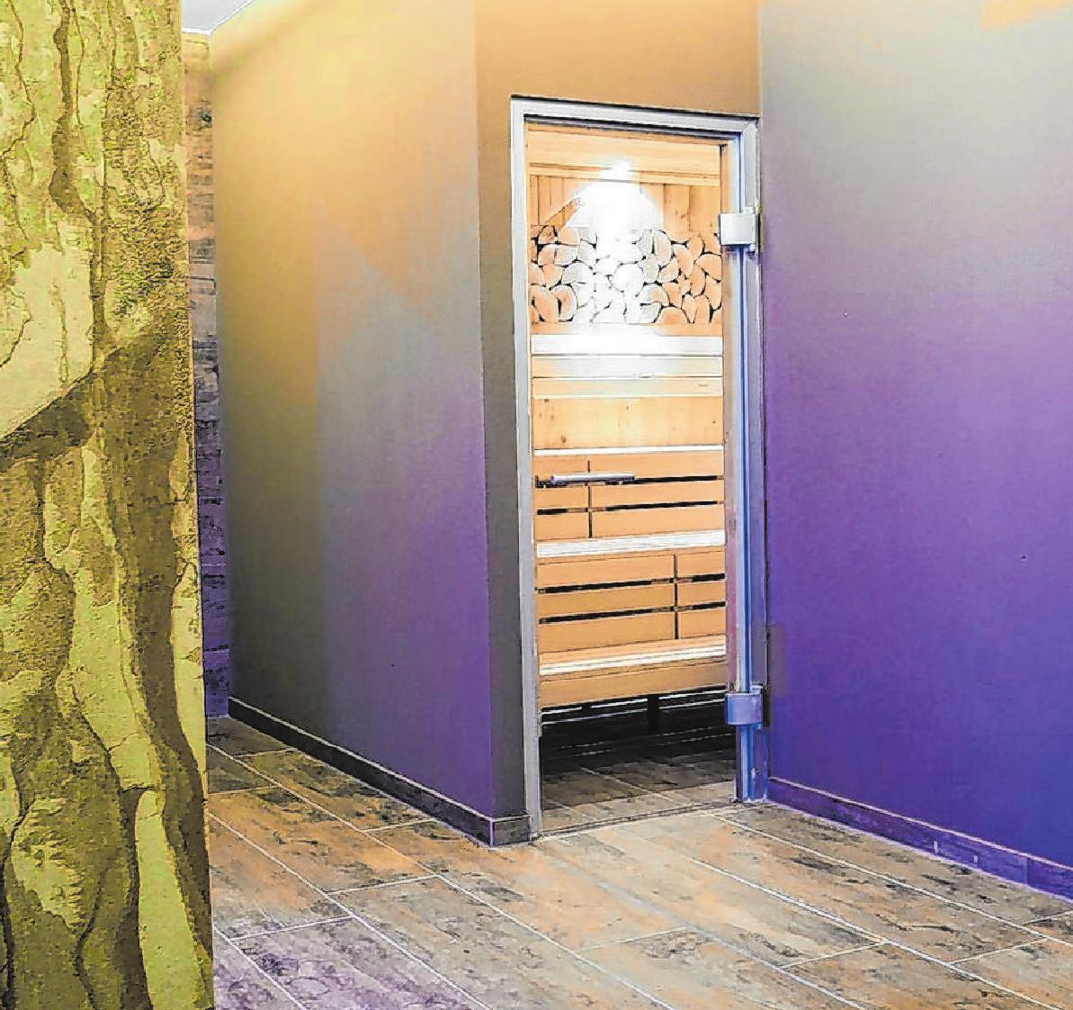 Willkommen im Sauna-Bereich des Wellnesszentrums: Schon die Gestaltung der Wände strahlt eine gewisse Ruhe und Behaglichkeit aus.