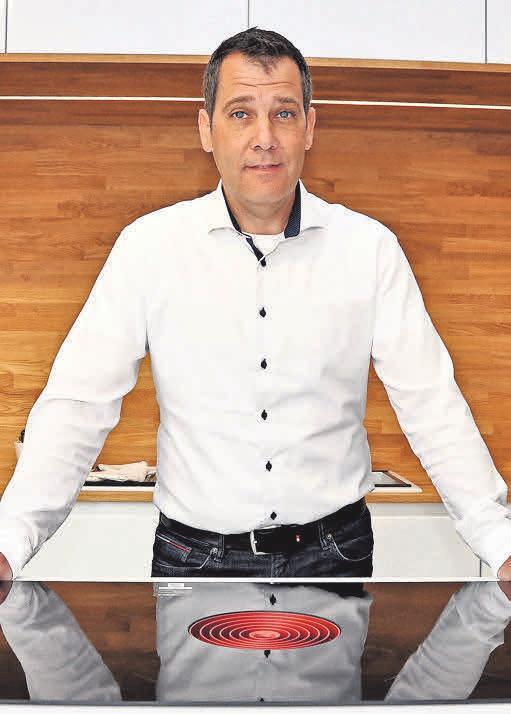 Andreas Rönsch, Chef des gleichnamigen Küchenstudios, steht gemeinsam mit seinen Kollegen für zuverlässige Arbeitsleistungen.