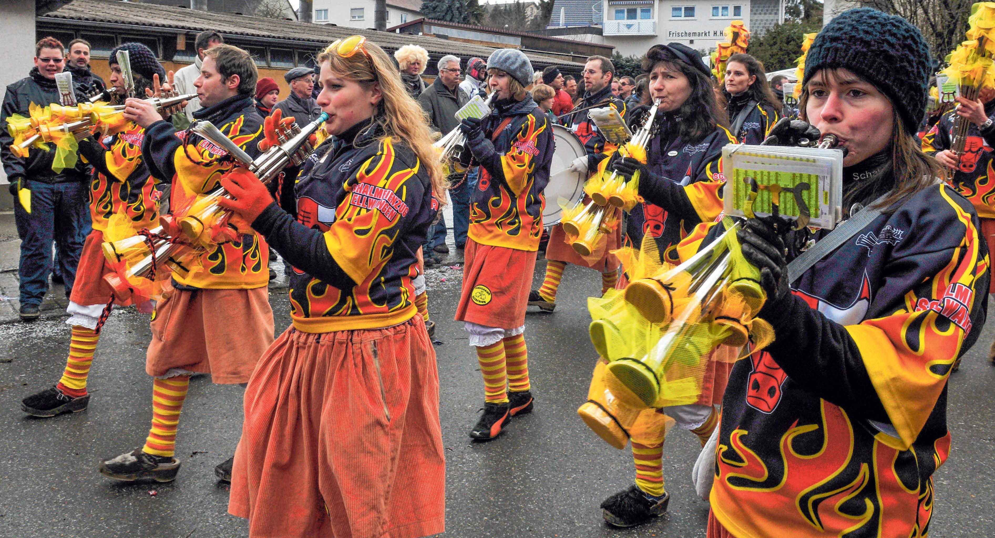Beim Umzug in Ellwangen geht es lustig zu. Die Schalmeien und die Bawaldbohle freuen sich auf zahlreiche Besucher. FOTO: GEORG KLIEBHAN
