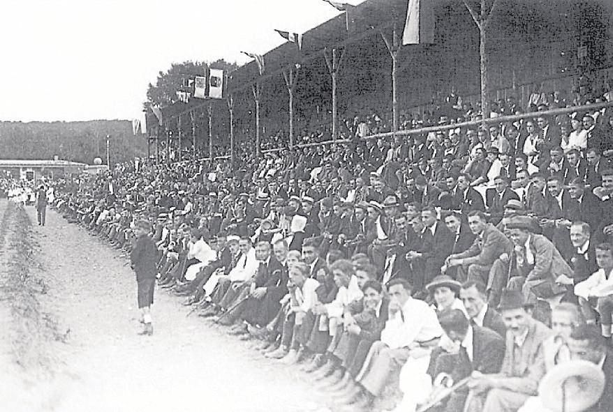 Am 24. Juli 1921 wurde der Sportplatz am Böllenfalltor offiziell eingeweiht. Rund 8000 Zuschauer passten damals ins Stadion. Die sahen beim ersten Freundschaftsspiel des SV 98 einen 4:1-Sieg gegen die Gäste des Freiburger FC. (Foto: DE)