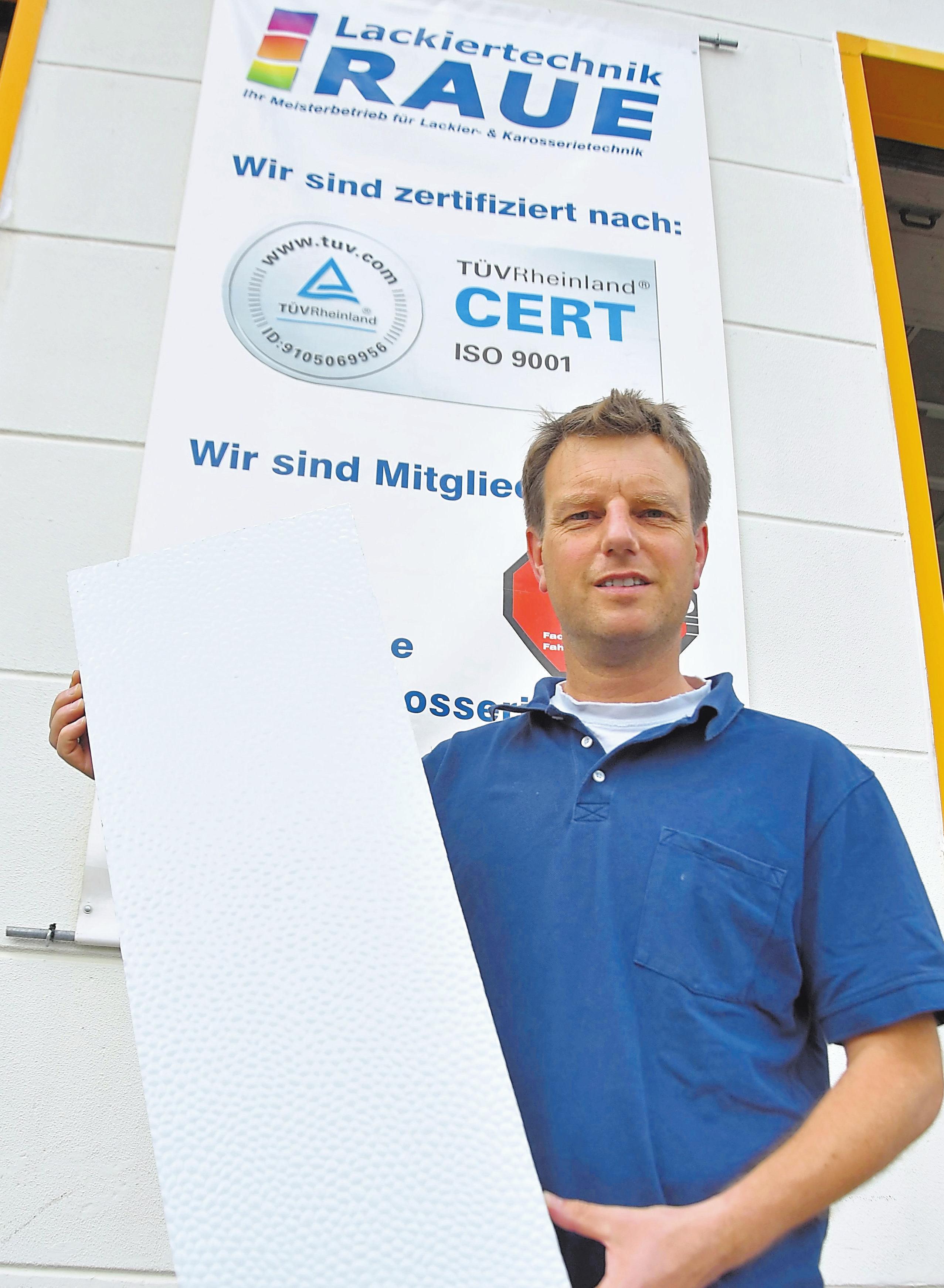 Lackierermeister Dominik Raue setzt auf das HBC-Reparatursystem für Wohnmobile und Wohnwagen.