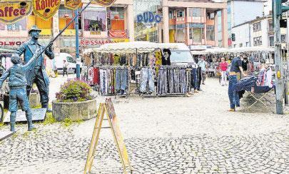 Dudweiler Markt, im Hintergrund der Eingang zur Dudo-Galerie. Foto: lhs