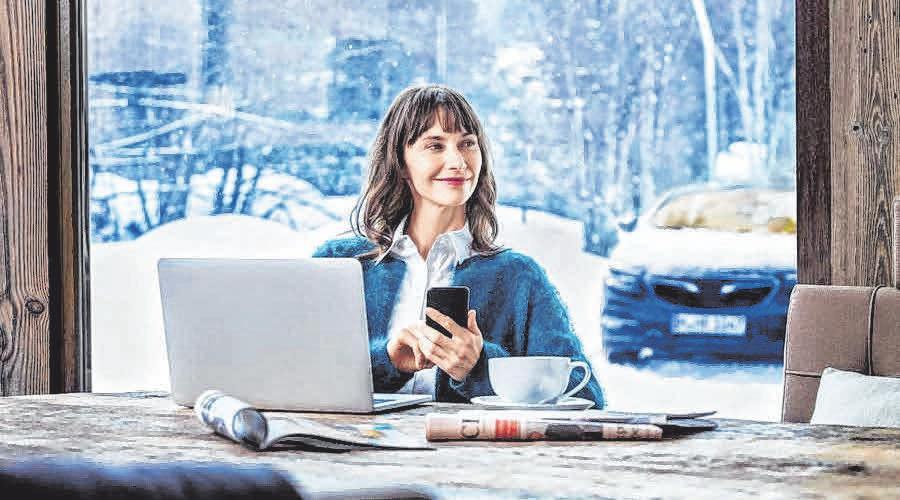 Ganz einfach per App das Auto vorwärmen: Eine Standheizung bedeutet viel Komfort im Winter. FOTO: DJD/WEBASTO/DEREK HENTHORN