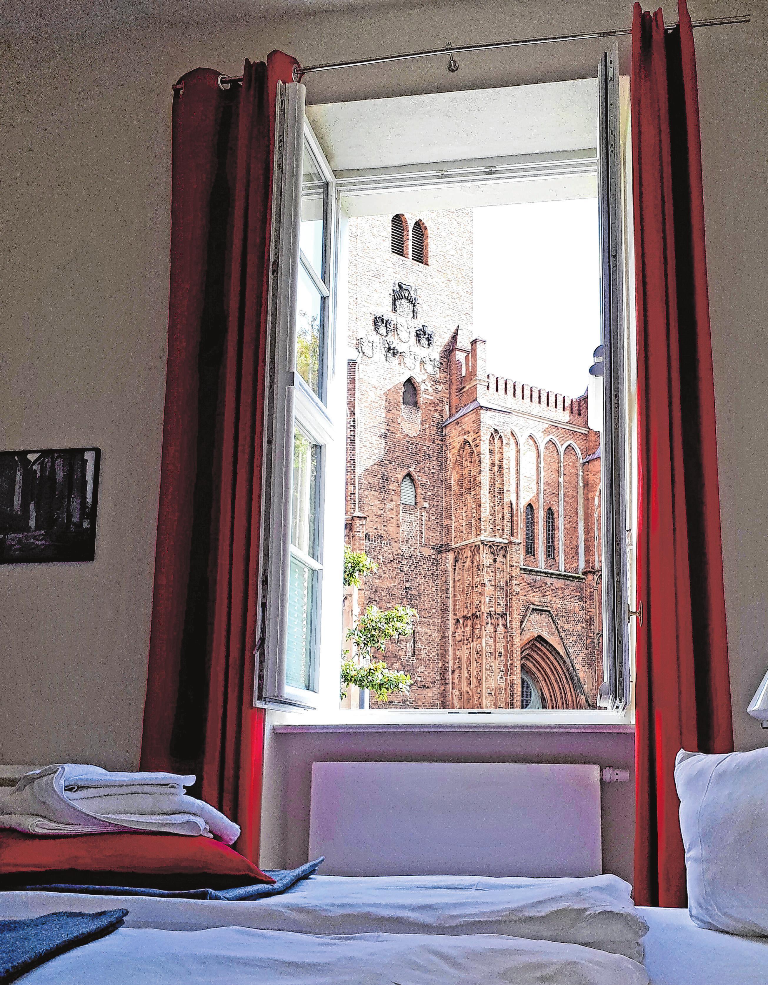 """Aufwachen mit Blick auf den Dom – das ist ab sofort mit einem Zimmer im Hotel """"Brandenburger Dom"""" möglich. Foto: domevents"""