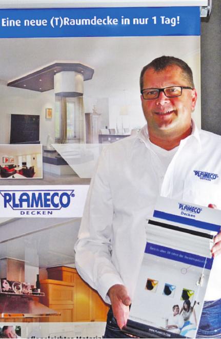 Ralf Zerrath ist von der Vielseitigkeit der Plameco-Raumdecken überzeugt Foto: pr