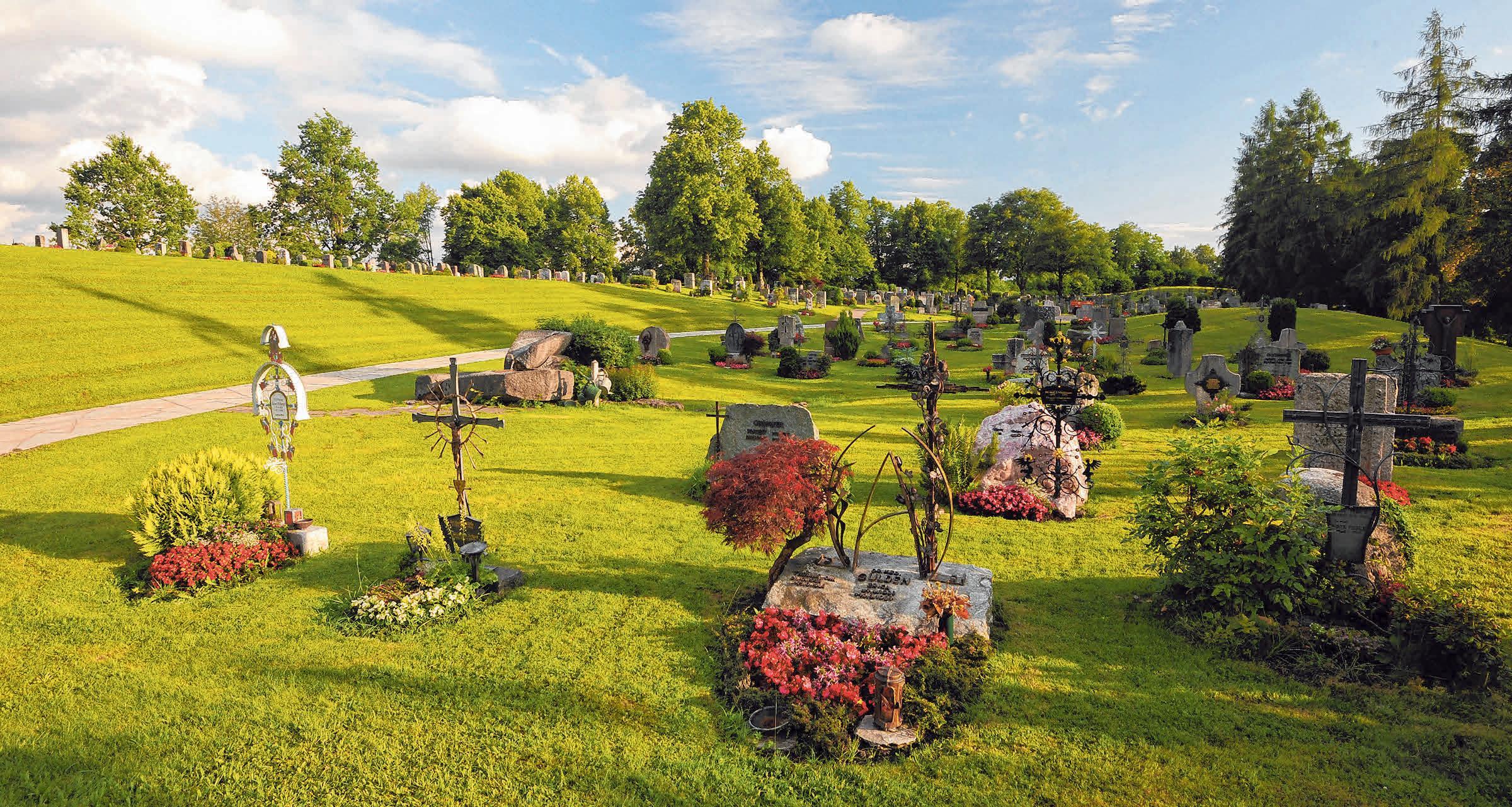Der Bergfriedhof In Lindenberg ist ein besopielhafter Ort, an dem Menschen sich gerne aufhalten, um zu trauern und zu gedenken. FOTO: THOMAS GRETLER