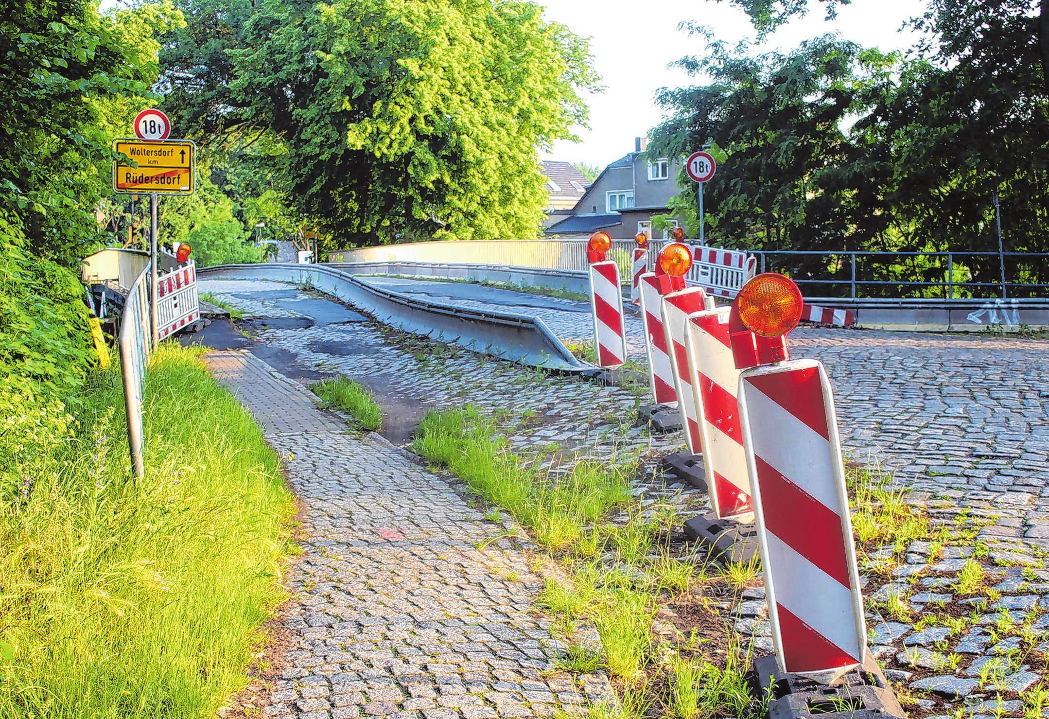 Die Stolpgrabenbrücke ist marode, nur einspurig läuft per Ampel abwechselnd der Fahrzeugverkehr. Foto: Th. Berger