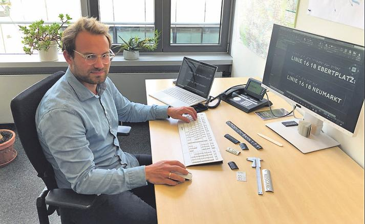 Wirtschaftsingenieur Klaus Köster hat sich die Blindenschrift selbst beigebracht