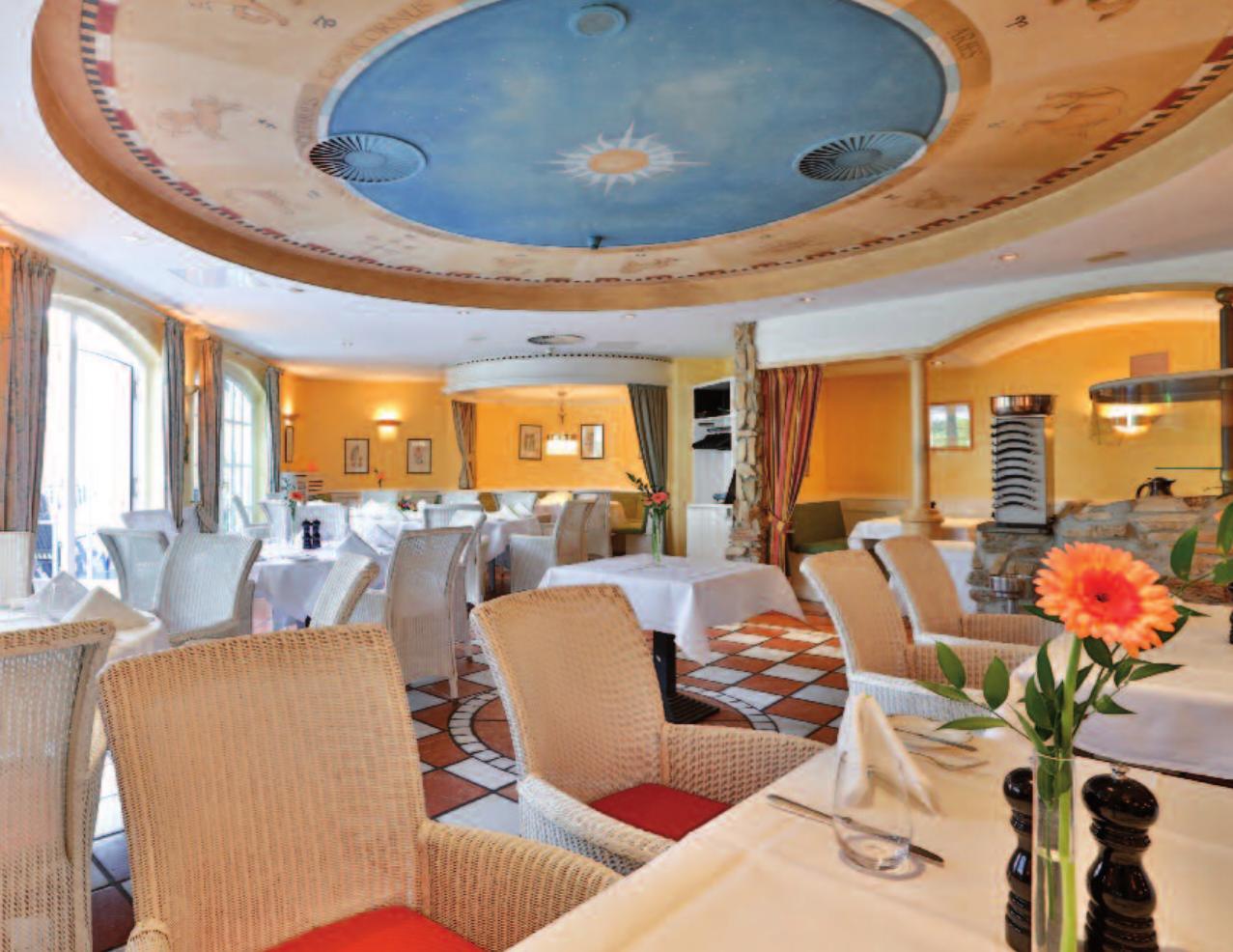 Im gesamten Restaurant finden bis zu 100 Personen Platz. Fotos: Petra Sonntag (1), Waldhaus Reinbek