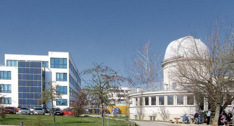 Sternwarte und CeGaT-Gebäude, im Hintergrund das TUE 02 - Gebäude. (Bilder: TF R-T mbH/Uhland2)