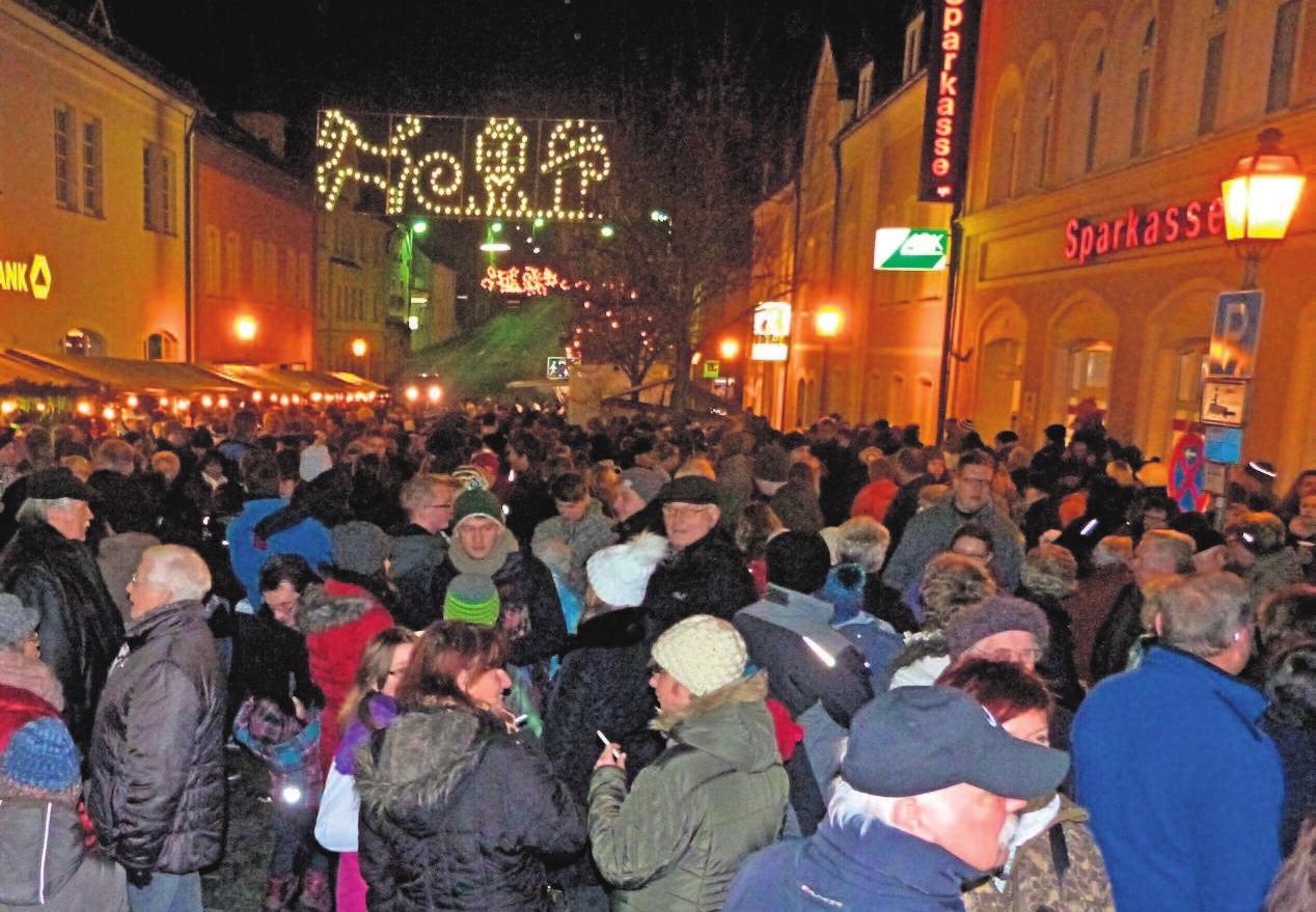 Arzberg lädt am Samstag, 1. Dezember, zwischen dem Markt- und dem Maxplatz zum Weihnachtsmarkt ein. Foto: Stadt Arzberg