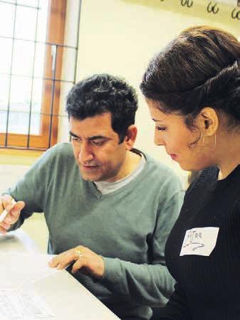 Ehrenamtliche helfen aktiv dabei, Deutsch zu lernen