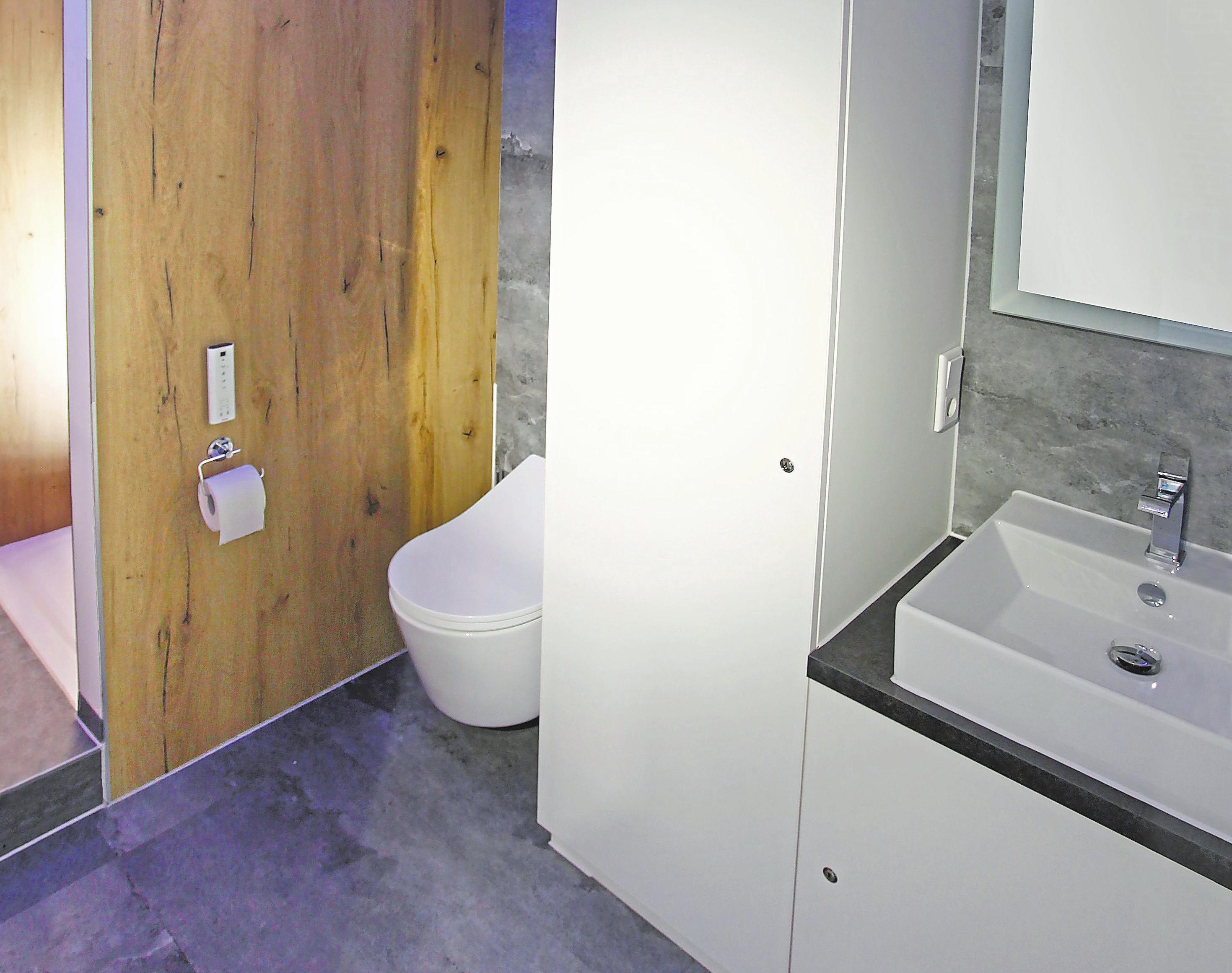 Komfort wie im eigenen Bad bietet der Anhänger, der Kunden während einer Badsanierung bei Bedarf zur Verfügung gestellt wird. Foto: Deco Weilinghoff