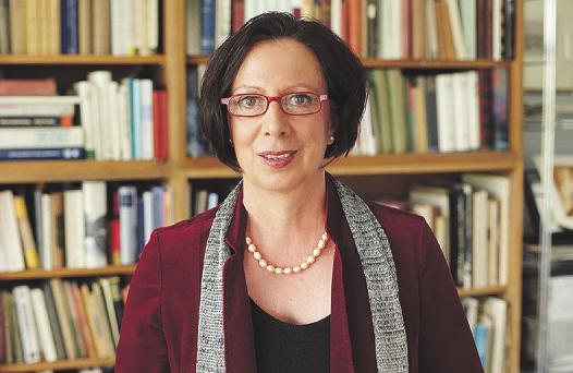 Die Schauspielerin erzählt von Fontanes Leben in den Rosenhof Seniorenwohnanlagen