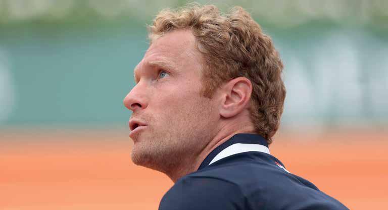 Dmitry Tursunov, Sabalenkas Coach, hat seine speziellen Erziehungsmaßnahmen. Foto: Jürgen Hasenkopf