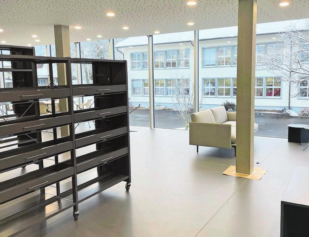 Obergeschoss: Bibliothek mit Lounge und Blick auf den neuen Platz.