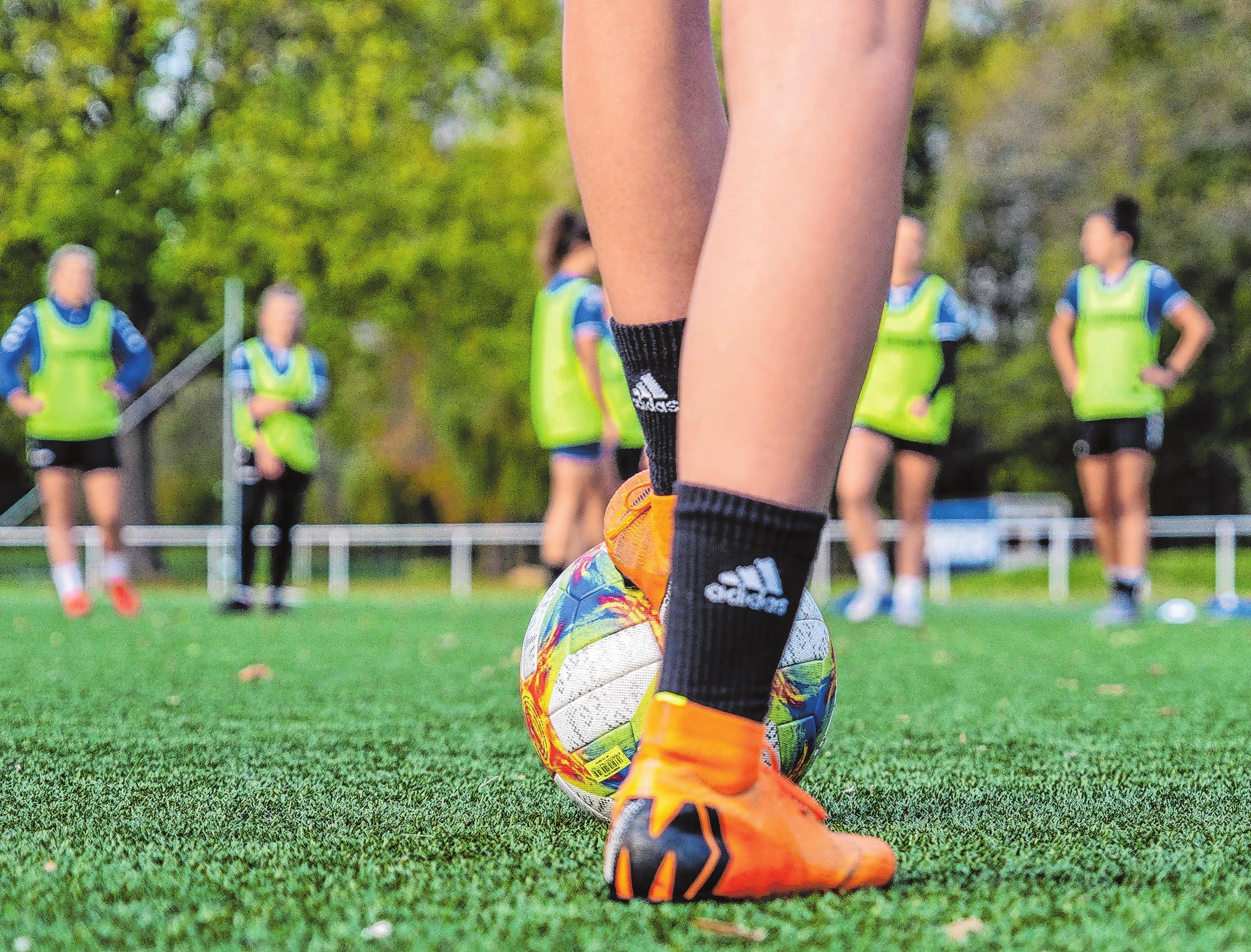 Eine Teamsportart wie Fußball im Lebenslauf zu erwähnen, erzeugt immer einen guten Eindruck. Foto: R. Günther/dpa-mag