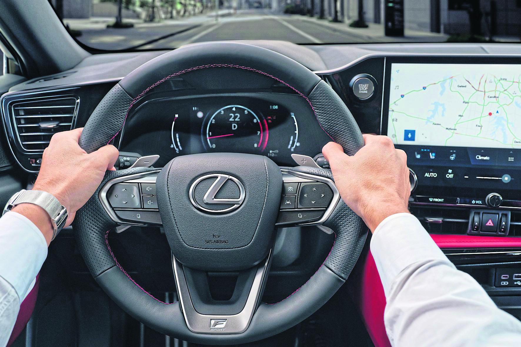 """Die Zügel in der Hand: Beim neuen NX hat Lexus das neue """"Tazuna""""-Konzept umgesetzt."""