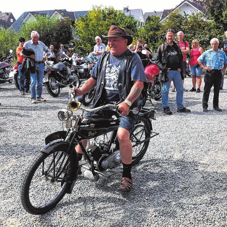 Besitzer historischer Zweiräder und Gespanne sind dazu aufgerufen, ihre eigenen Maschinen zu präsentieren.