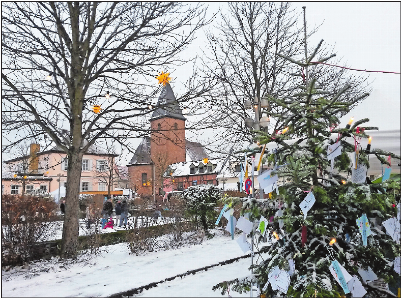 Am Königsplatz: Ob es heuer zum Weihnachtsmarkt wohl wieder eine weiße Kulisse gibt? FOTO: KRAUS