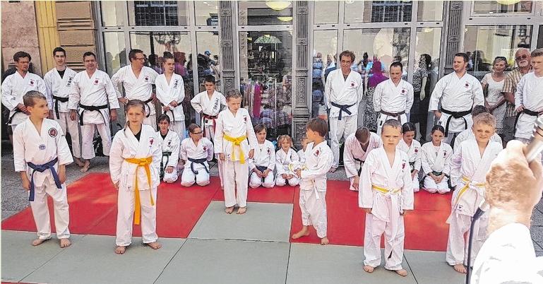 Die Schüler der Ken-Yu-Kai Karateschule Haberzettl, präsentieren am Sonntag, 16. Juni, ihre Kampfsport-Künste auf dem Marktplatz. FOTOS: PRO BAD KISSINGEN