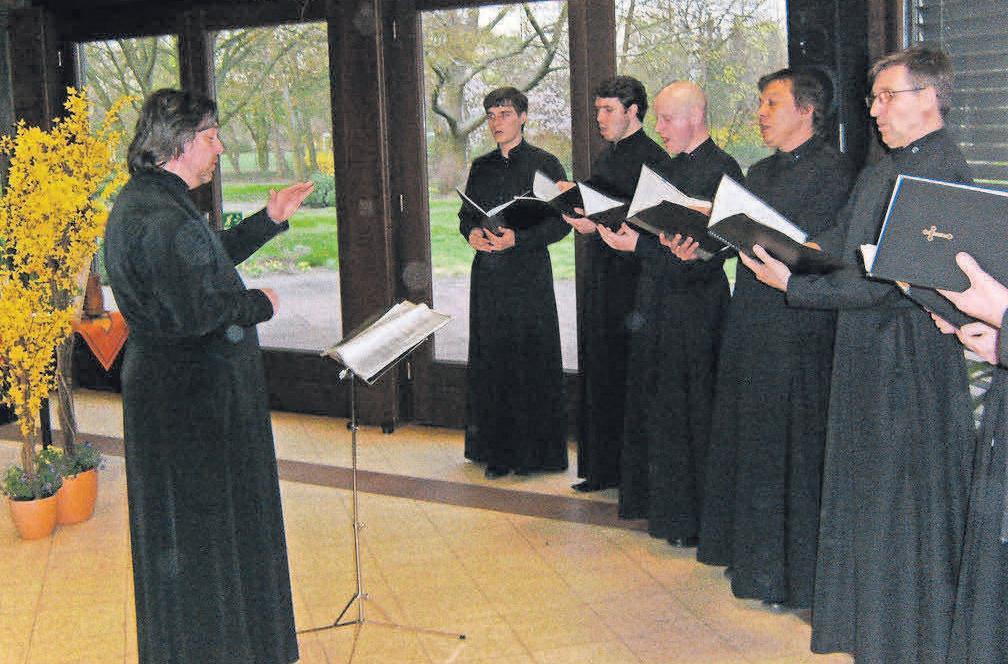 Der Moskauer Männerchor zum Heiligen Wladimir bei einem früheren Konzert im Rosemarie-Nieschlag-Haus.