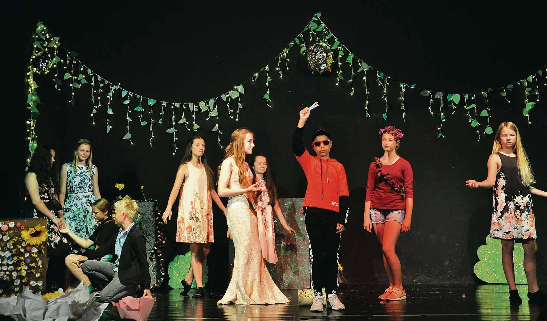 """Abseits des Unterrichts stellen die jungen Weltbürger der Ecole auch eigene Theaterstücke auf die Beine. In diesem Sommer zeigten sie """"Ein Mittsommernachtstraum"""" von William Shakespeare. Foto: Hoang Lan Dinh"""