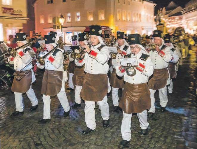 Zur Eröffnungsfeier im Winterdorf Altenberg am Donnerstag Abend spielt u.a. das Musikcorps Olbernhau. FOTO: KRISTIAN HAHN