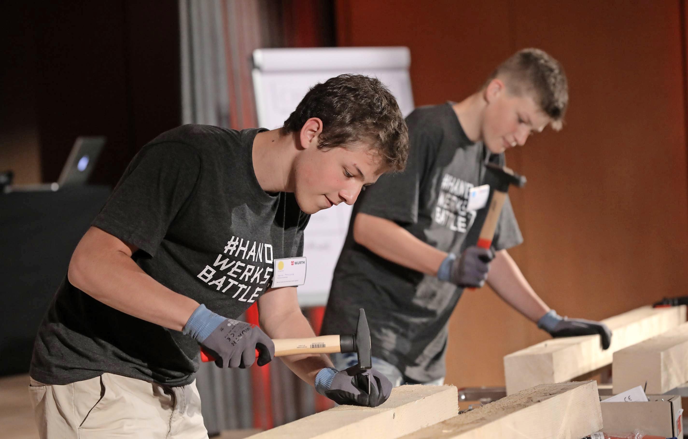 """""""Mach was! Das Handwerksbattle"""": Bei der Abschlussveranstaltung gab es kleine handwerkliche Wettbewerbe. Foto: Andi Schmid, München"""