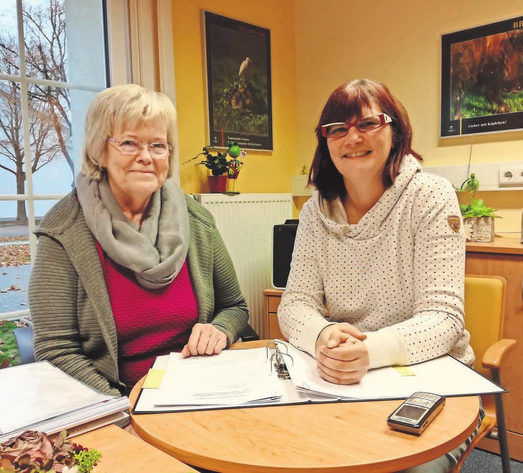 Stabwechsel im Seniorenwerk in Ahlten: Regina Dedden (links) übergibt die Leitung an ihre Nachfolgerin, Simone Habben.