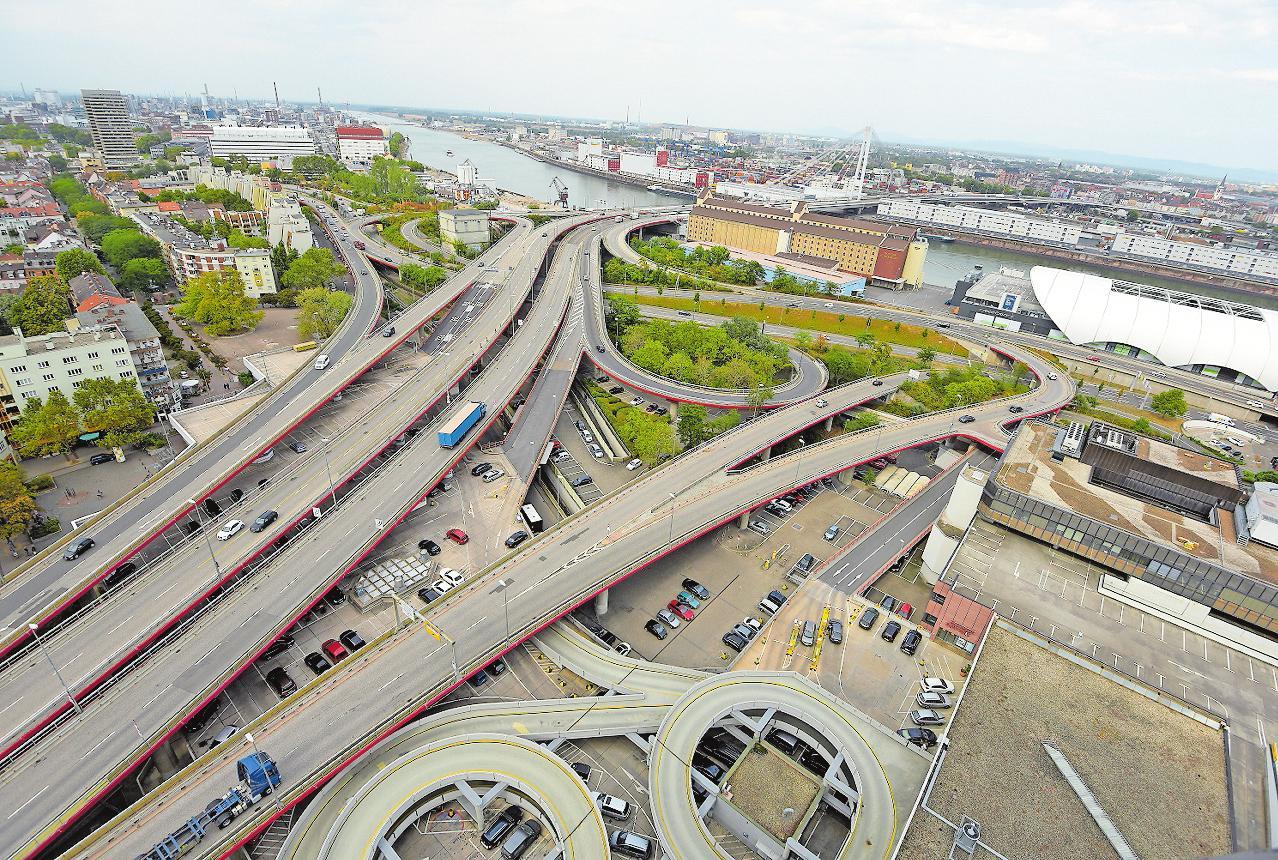 Die Hochstraße Nord wird durch eine ebenerdige Stadtstraße ersetzt. ARCHIVFOTO: KUNZ