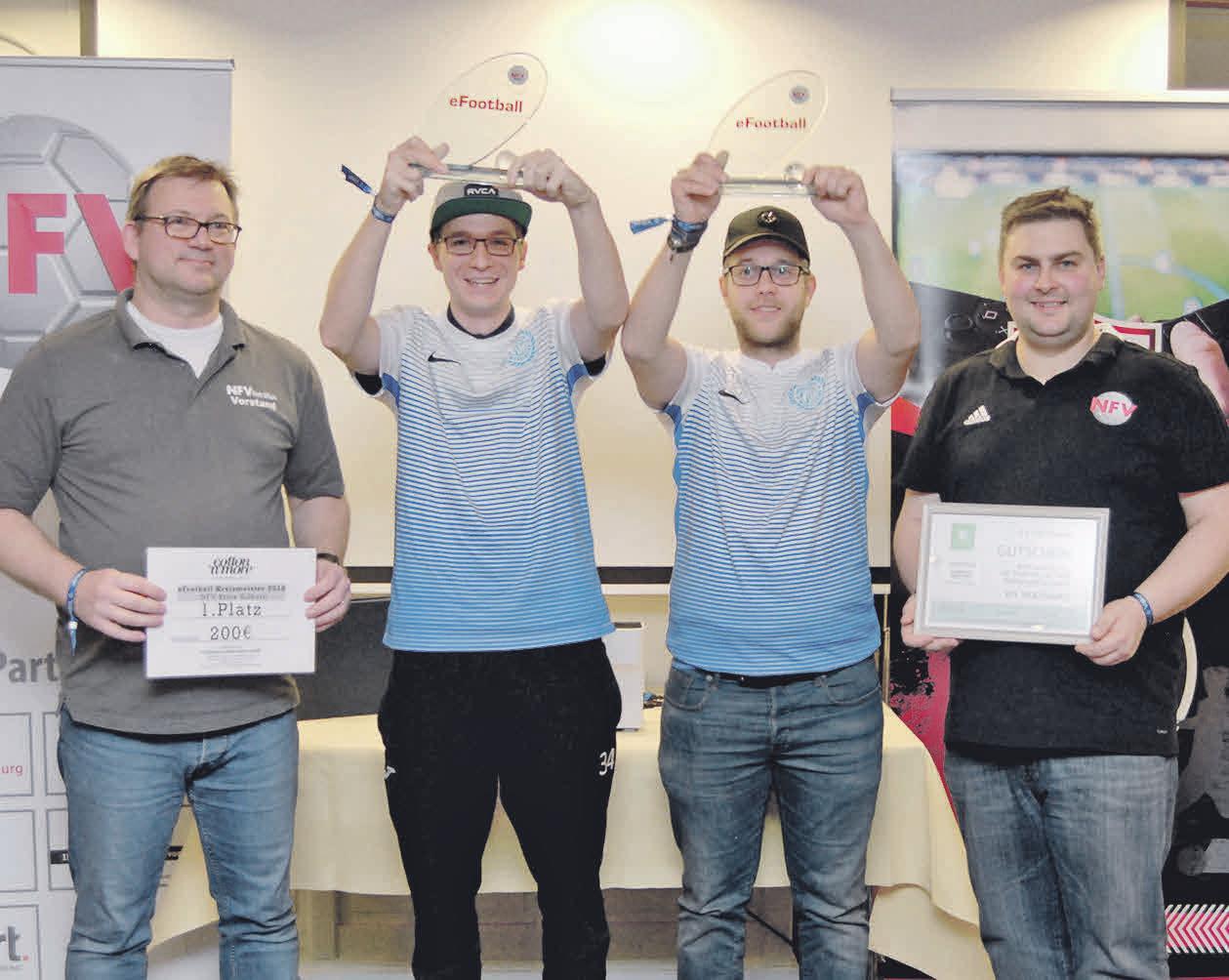 Das Sieger-Team zeigte sich stolz über die Trophäe. PHOTOWERK