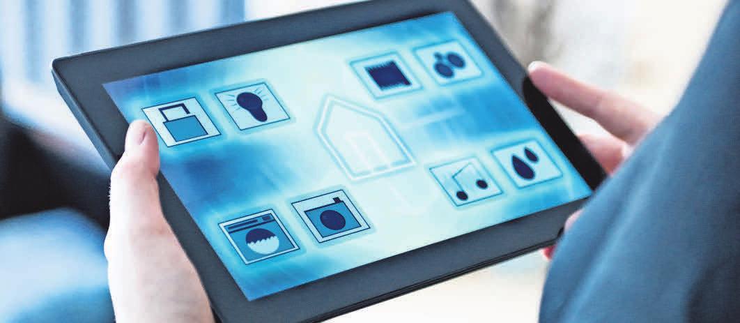 Per App lassen sich Rollläden steuern, Licht und Fernsehgeräte anschalten. Foto:iStockphoto/mikkelwilliam