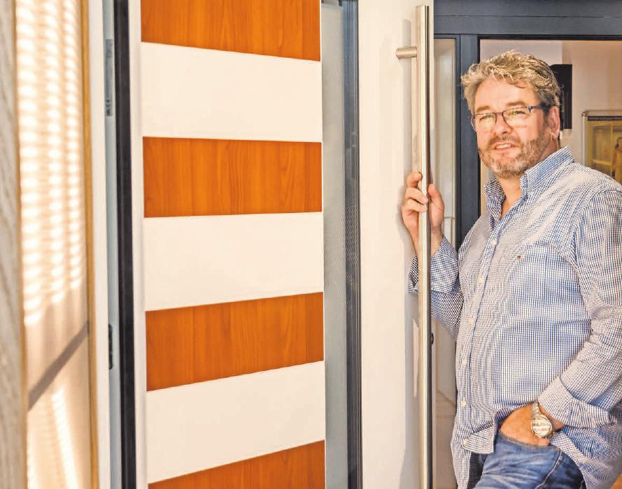 Ingo Hofmann feiert in diesen Tagen das 25-jährige Bestehen seiner Tischlerei. Türen und Fenster sind ein Hauptgebiet seines Unternehmens.