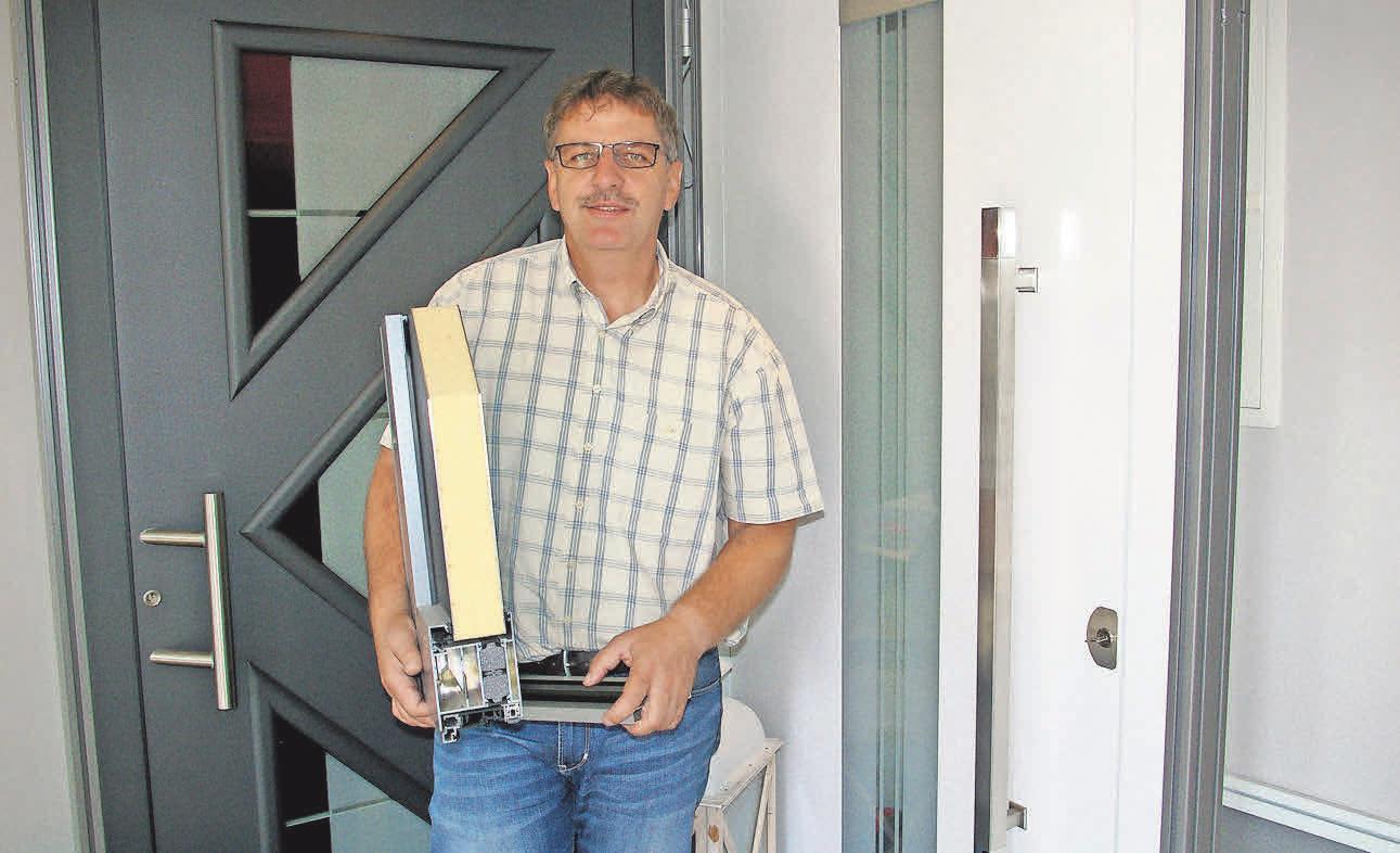 Heinz-Peter Murr sorgt für die Sicherheit von Türen und Fenstern.