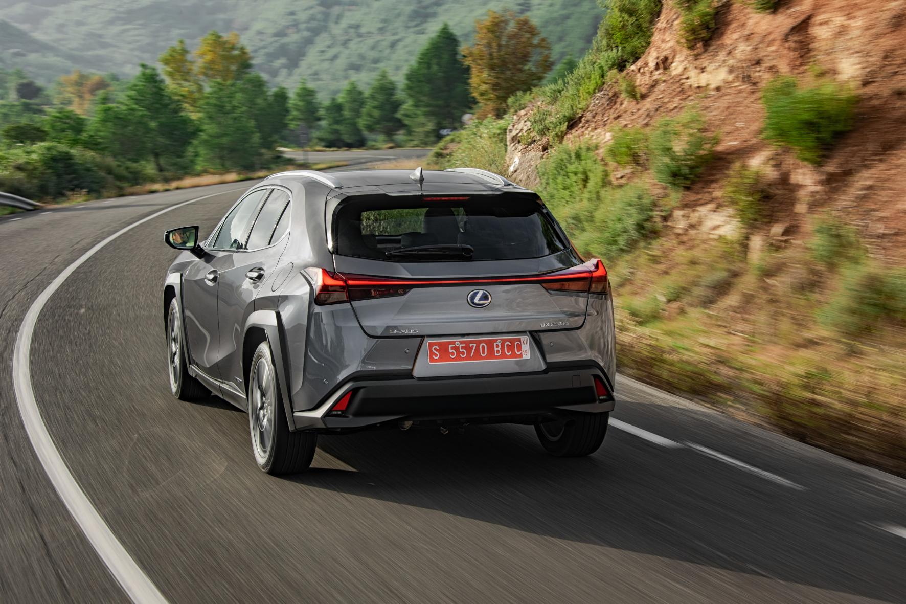 Windschlüpfig: Die Form der Heckleuchten verbessert den Cw-Wert des Lexus UX.